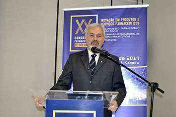 Presidente da Comissão Executiva do XX Congresso Farmacêutico de São Paulo, Prof. Dr. Leoberto Costa Tavares