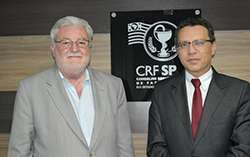 O vereador Gilberto Natalini e o presidente do CRF-SP Dr. Marcos Machado