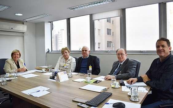 Comissão Científica: Profa. Dra. Suely Vilela, Dra. Elizabeth I. Ferreira (FCF/USP), vice-presidente; Prof. Dr. Rui Curi, Prof. Dr. Lauro D. Moretto e o Prof. Dr. Gustavo Alves Andrade dos Santos