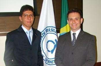 Dr Gabriel Lima-Oliveira ao lado do vice-presidente do CRF-SP, dr. Marcelo Polacow